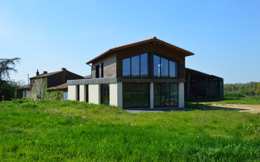 Extension contemporaine d'une ferme